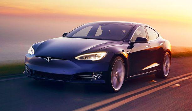 Tesla Model S ohitti selkeästi S-sarjan Mercedeksen isojen luksusautojen ykkösenä.
