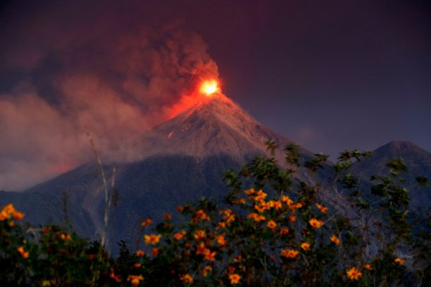 Fuego sijaitsee noin kilometrin päässä pääkaupunki Guatemalasta.