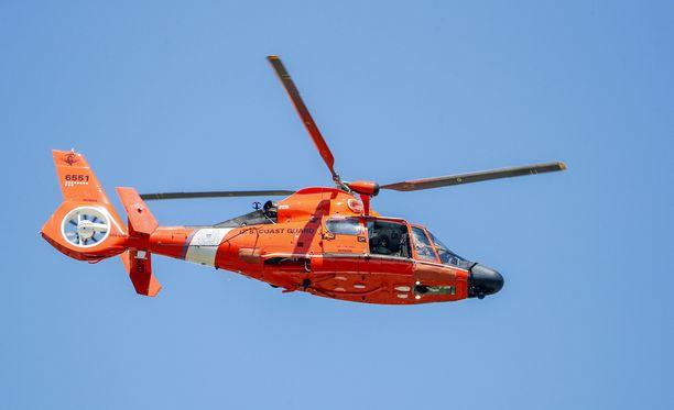 Yhdysvaltain rannikkovartioston helikopteri löysi pariskunnan merestä.