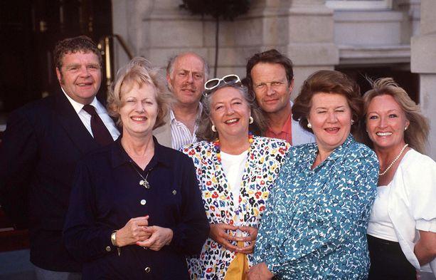 Pokka pitää -sarjan toisella kaudella Shirley Stelfoxin korvasi Mary Millar, oikealla.