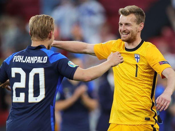 Joel Pohjanpalo puski Suomen voittomaalin. Lukas Hradecky nappasi rankkarin kiinni.