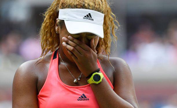 Naomi Osaka mureni itkuun hukattuaan 5-1-johdon ja kaksi ottelupalloa Madison Keysia vastaan.