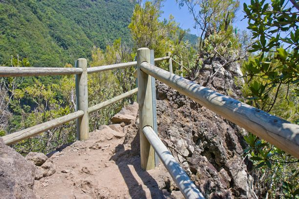 Vuoristossa polut voivat olla kapeita.
