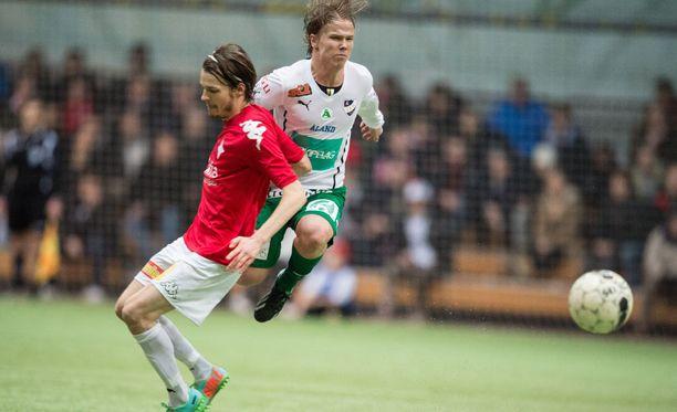 HIFK:n Joni Korhonen odottaa liigadebyyttiään.