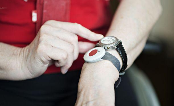 Kotihoidon potilaat voivat ilmoittaa laiminlyönneistä hätärannekkeella.