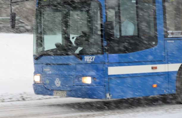 Naapurin mukaan bussi jyskytti tyypillisesti talviaikaan puoli tuntia. Kuvituskuva joka ei liity tapaukseen.
