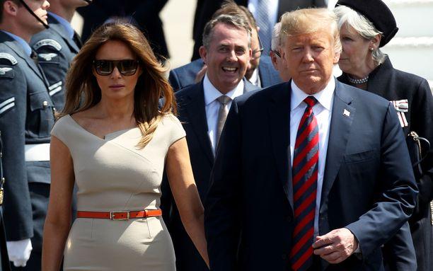 Yhdysvaltain presidenttipari saapuu Lontooseen maanantaiaamuna. Kuvassa Donald ja Melania Trump Lontoon Stanstedin lentokentällä heinäkuussa 2018. Trumpin viime vuoden visiitti Britanniaan ei ollut virallinen valtiovierailu.