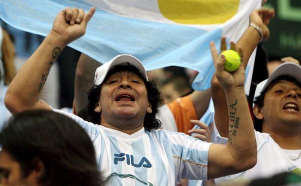 Edes Diego Maradonan kannustus ei riittänyt siivittämään Argentiinaa ensimmäiseen Davis Cup -voittoon.