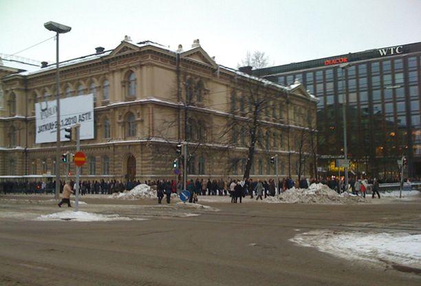 Jatkoaikaa saanut Helsingin Ateneumin Picasso-näyttely vetää edelleen väkeä.