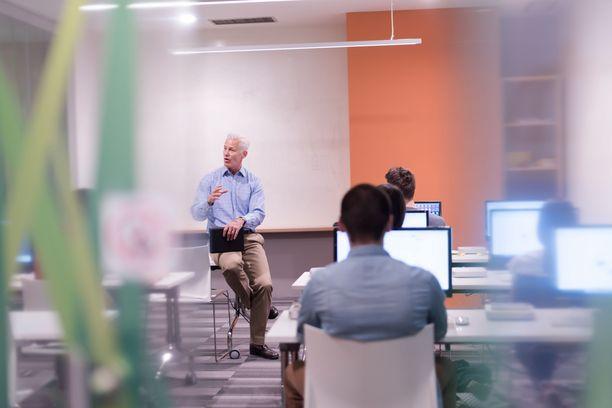 Muun muassa ammattikorkeakouluissa ja vapaan sivistystyön oppilaitoksissa työskentelevien työehdoista on syntynyt neuvottelutulos. Kuvituskuva.