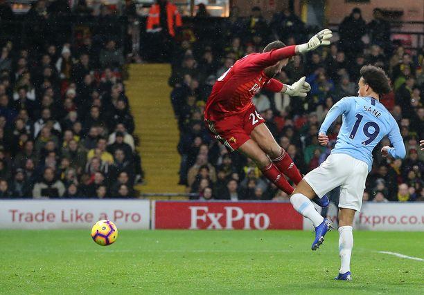 Leroy Sane tekee Manchester Cityn avausmaalin.