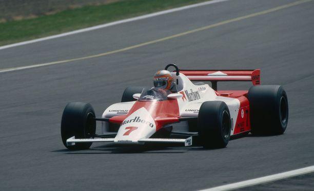 John Watson kurvaili McLarenilla vuonna 1981.