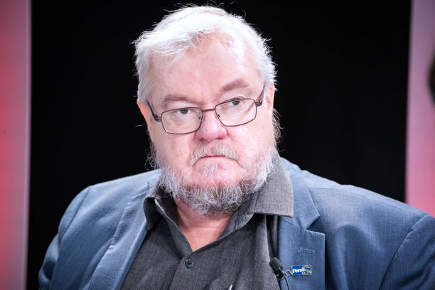 Keski-Suomen perussuomalaisten vaalipäällikkö Pekka Kataja joutui väkivaltaisen hyökkäyksen kohteeksi kotiovellaan.