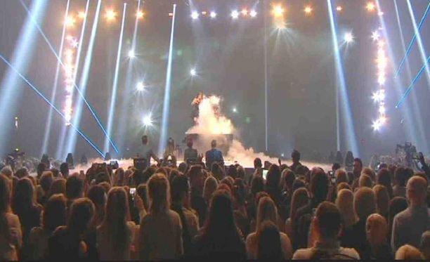 Sub-kanava esittää tänään Britannian X Factorin finaalin suorana.