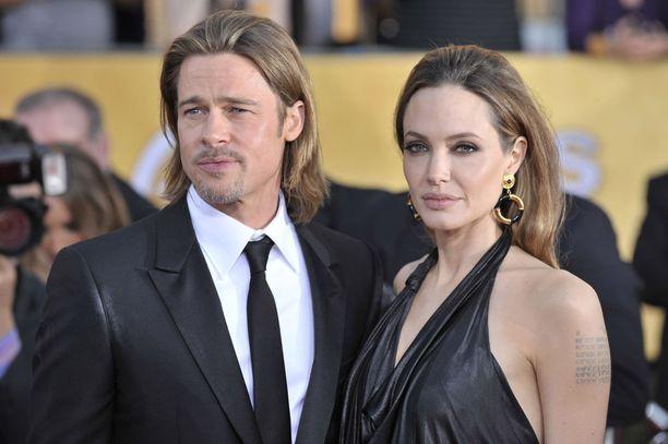 Angelinan mustanpuhuva tyyli ei ole antanut Bradille samanlaisia vapauksia tyyli-irrotteluun kuin esimerkiksi Gwynethin aikana.