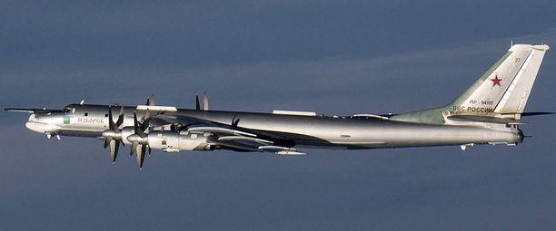 Suomen ilmavoimien tunnistuslento kuvasi venäläisen Tupolev Tu-95-koneen itsenäisyyspäivän tienoilla viime vuonna. Samaa kalustoa on lentänyt myös Norjan ilmatilan lähellä.