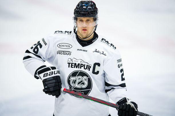 IL:n tietojen mukaan Lauri Korpikoski eristettiin TPS:n joukkueesta. Tapaus hämmästytti joukkueen muita pelaajia.