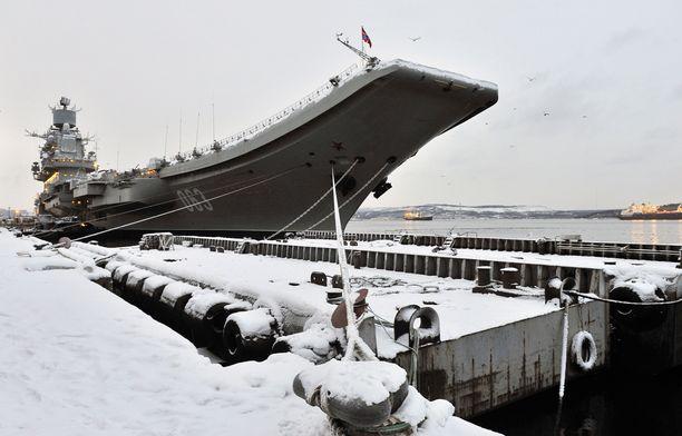 Admiral Kuznetsov on Venäjän laivaston lippulaiva, mutta melkoisen huonossa kunnossa. Se laskettiin vesille jo Neuvostoliiton aikana vuonna 1985, mutta pääsi täyteen palvelukseen vasta 1995.