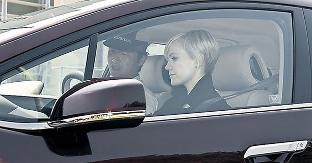 Laura Harris haki oman autonsa Japanista.