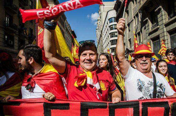 Espanja voisi maan perustuslain mukaan siirtää Katalonian itsehallintoa keskushallinnolle. Tätä perustuslain pykälää 155 voidaan käyttää kriisitilanteessa.