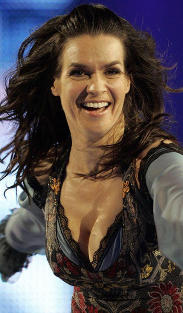 Katarina Witt esiintyi vielä 2000-luvun alussa luistelunäytöksissä.