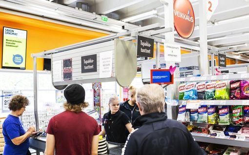 Tuore Eurojackpot-miljonääri saapui K-kauppaan Siilinjärvellä - Kauppiaalta lämmin halaus