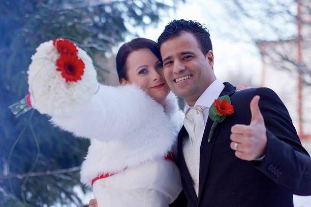 Oululaisen Susanin ja Marokosta Suomeen muuttaneen Salahin häitä juhlitaan jo puolen vuoden kuluttua ensitapaamisesta Oulussa. Ongelmia aiheuttaa myöhässä Marokosta saapuva esteettömyystodistus.