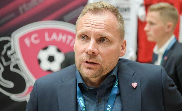 Toni Korkeakunnaksen luotsaama FC Lahti avaa veikkausliigakautensa tänään TPS:ää vastaan.