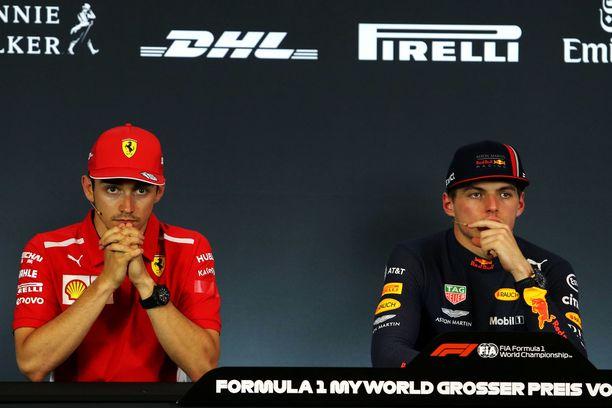 Charles Leclerc (vas.) janoaa yhä F1-uransa avausvoittoa.