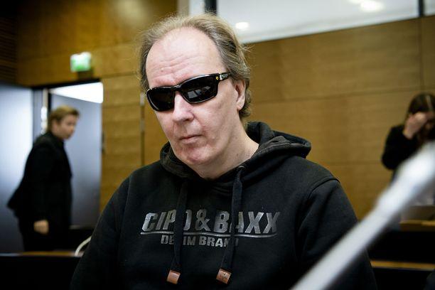 Sarjakuristaja Michael Penttilän Helsingin hovioikeudessa kesäkuussa.