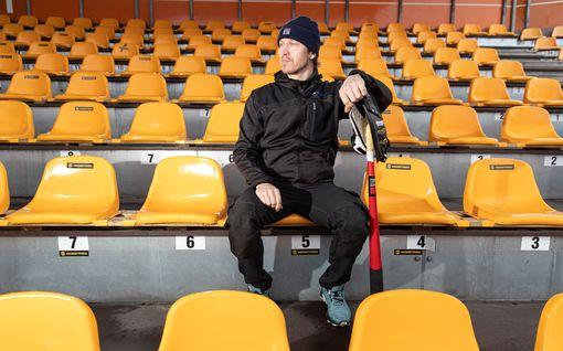 """Toni Kohonen, 45, painaa haalarihommia rautakaupassa – korona vei pesäpalloilijoiden liksoista jopa puolet: """"Kaikki pohjautuu intohimoon"""""""