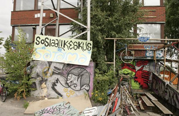 Myös Kyläsaaressa Sosiaalikeskus Sataman alueella oleva leiri on määrä purkaa.