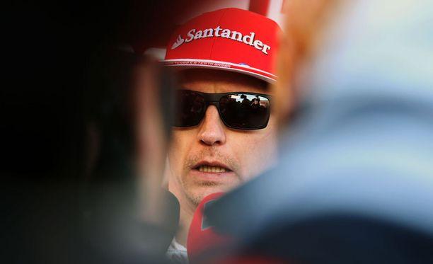 Kimi Räikkönen ei nauti median kanssa toimimisesta - mikä vaikeuttaa toimittajien töitä.