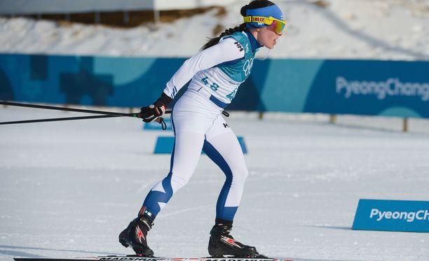 Krista Pärmäkoski viihtyy hiihtovideoiden parissa.