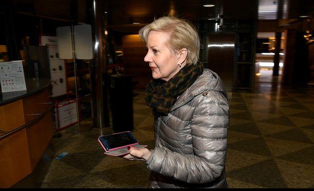 STT tavoitti Lindénin Helsinki-Vantaan lentokentällä, josta hän jatkoi matkaansa Ouluun.