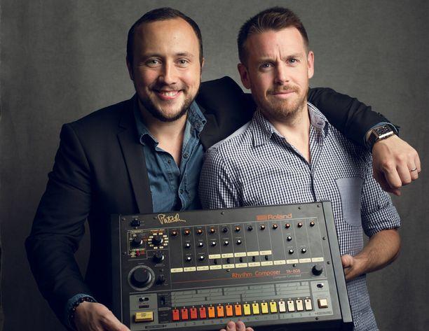 Alex Noyer ja ohjaaja Alexander Dunn sekä Roland TR-808.