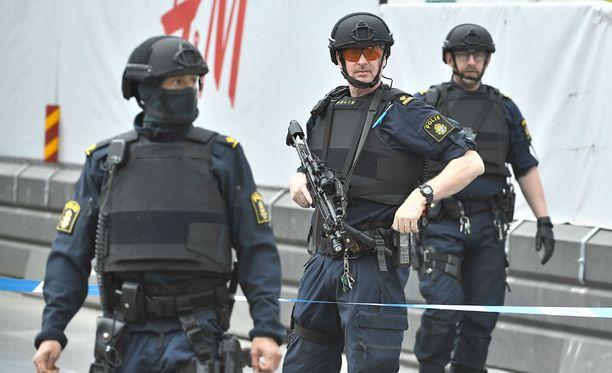 Ruotsalaismedian mukaan poliisi on kiinniottanut ihmisiä Tukholmassa.