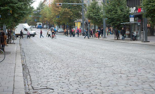 Poliisi kehottaa ihmisiä olemaan varovaisia varkaiden varalta erityisesti Tampereen keskustassa ja muissa ruuhkaisissa paikoissa. Kuvituskuva.