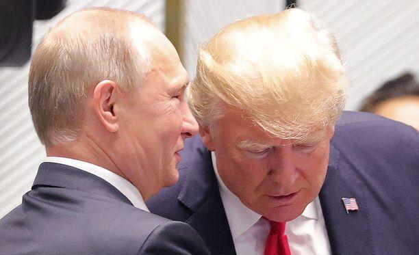 Venäjän presidentti Vladimir Putin kohtasi Donald Trumpin Vietnamissa.