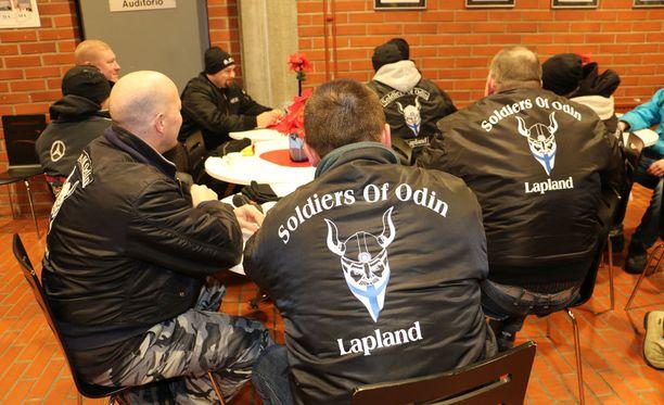 Soldiers of Odin -katuparioita on ollut monissa Suomen kaupungeissa. Kuva on Kemistä.