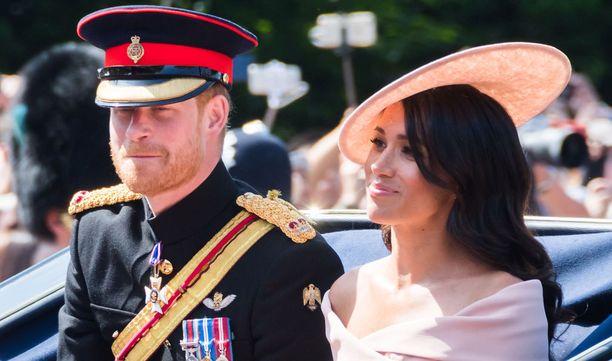 Toukokuussa kuninkaalisissa häissä Meghanin saattoi avioliiton alttarille Harryn isä prinssi Charles.