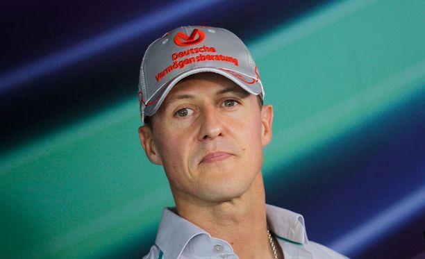 Michael Schumacher pohtii uransa jatkoa.