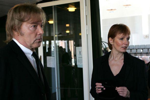 """Ilkka """"Danny"""" Lipsanen ja Arja-Liisa Ingus saapuivat kirkkoon ensimmäisinä."""