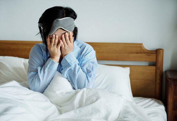 Huono uni vaikuttaa kaikkiin elämän osa-alueisiin, joten hyvään ja riittävään uneen on syytä satsata, kuten nukkumisen apuvälineisiin: sänkyyn ja tyynyyn.