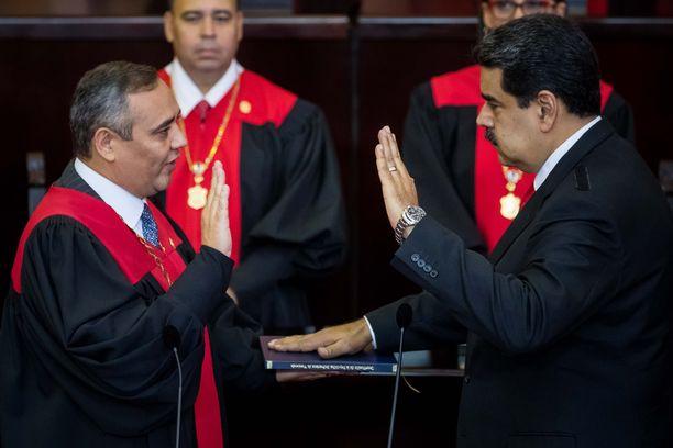 Maduro vannoi virkavalansa tammikuussa, mutta muun muassa Yhdysvallat ja EU pitävät vaaleja vilpillisinä.