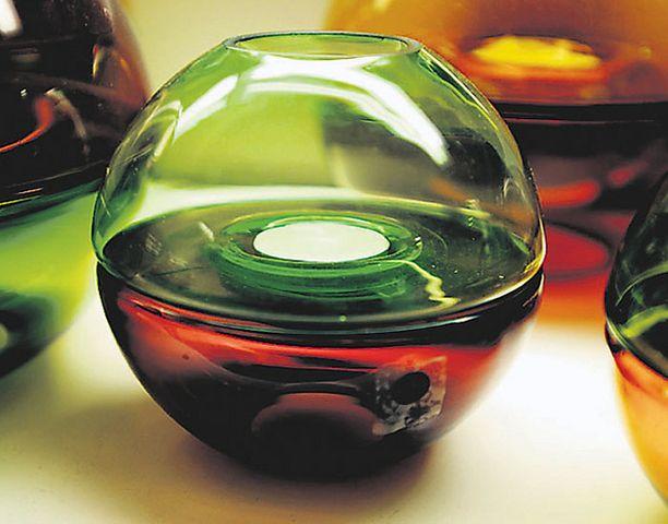 EI OUTOUKSILLE Lukijat eivät suosittele kalliiden lasisten koriste-esineiden antamista ylioppilaille.