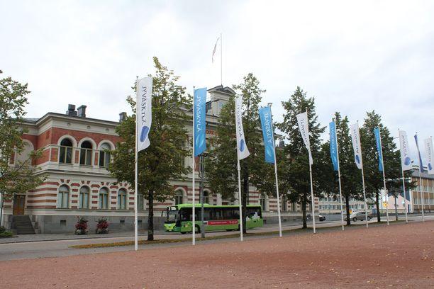 Jyväskylässä on asetettu laaja karanteeni. Kuvassa Jyväskylän kaupungintalo.