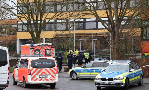 Poliisi ja ambulanssit saapuivat saksalaiselle yläkoululle tiistaiaamuna.