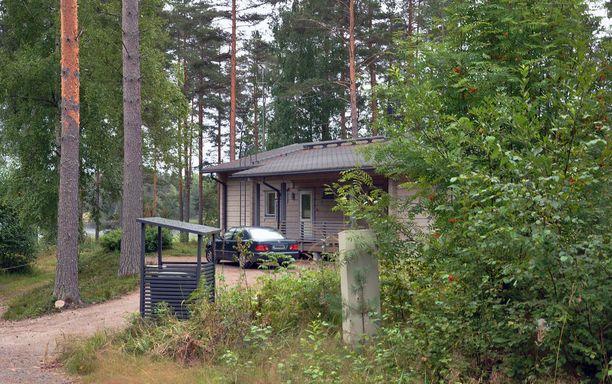 Huvila sijaitsee Saimaan rannalla Punkaharjun kansallismaisemassa.