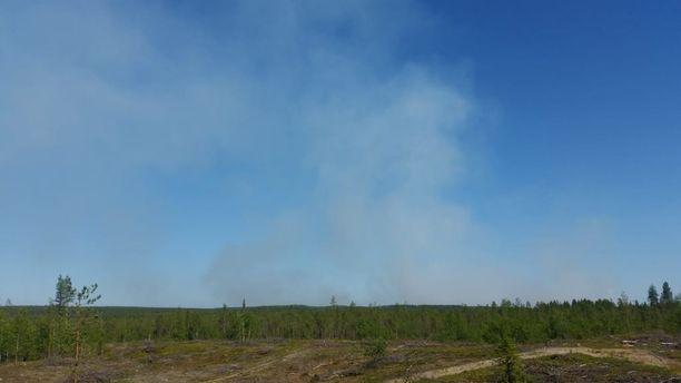 Metsäpalot riehuvat Venäjällä vain kilometrien päässä Suomen rajasta.